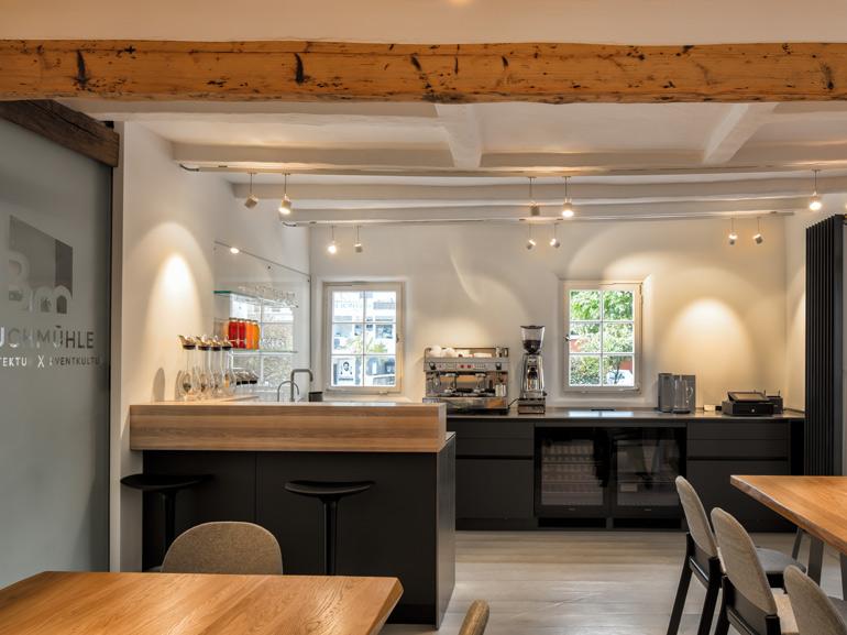 LEICHT Küche - Cafe und Thekenbereich in der Buchmühle