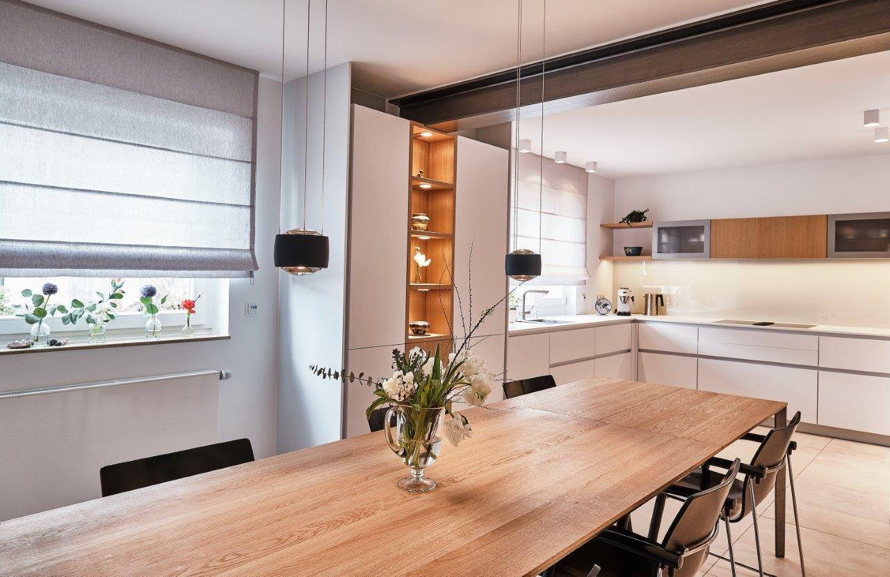 Offene Einbauküche mit Wohnbereich - LEICHT Küchen